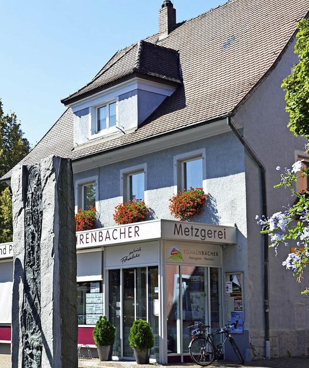 In Kirchzartens Fußgängerzone, gegenüb...seit  1956 die Metzgerei Föhrenbacher.  | Foto: Gerhard Lück
