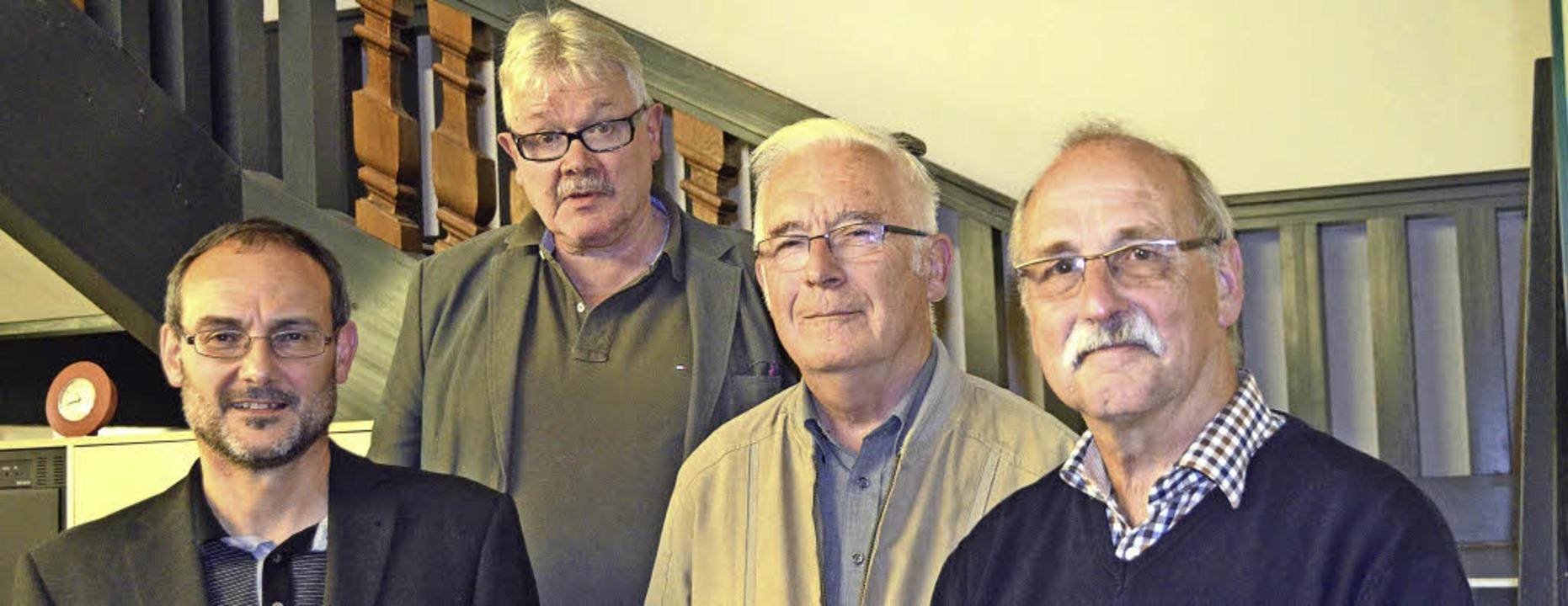 Lörrachs SPD-Vorsitzender Michael Pilg...ch Kuhns Sohn Herbert Kuhn (2.v.re.)    | Foto: Sabine Ehrentreich