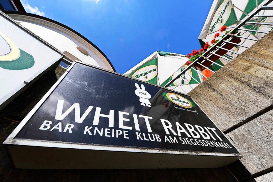 Die Opfer von zwei der drei Taten, die...im Club White Rabbit am Siegesdenkmal.  | Foto: Ingo Schneider