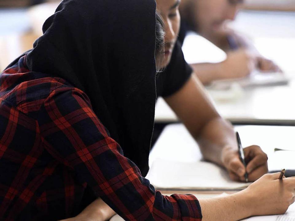 Die Schüler bilden Zweierteams –...manden, den sie noch nicht gut kennen.  | Foto: Thomas Kunz