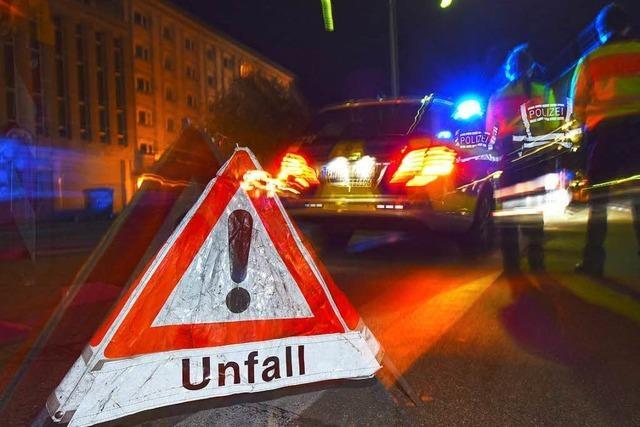 Lörrach: Autofahrer schrottet eigenen Wagen und begeht Unfallflucht