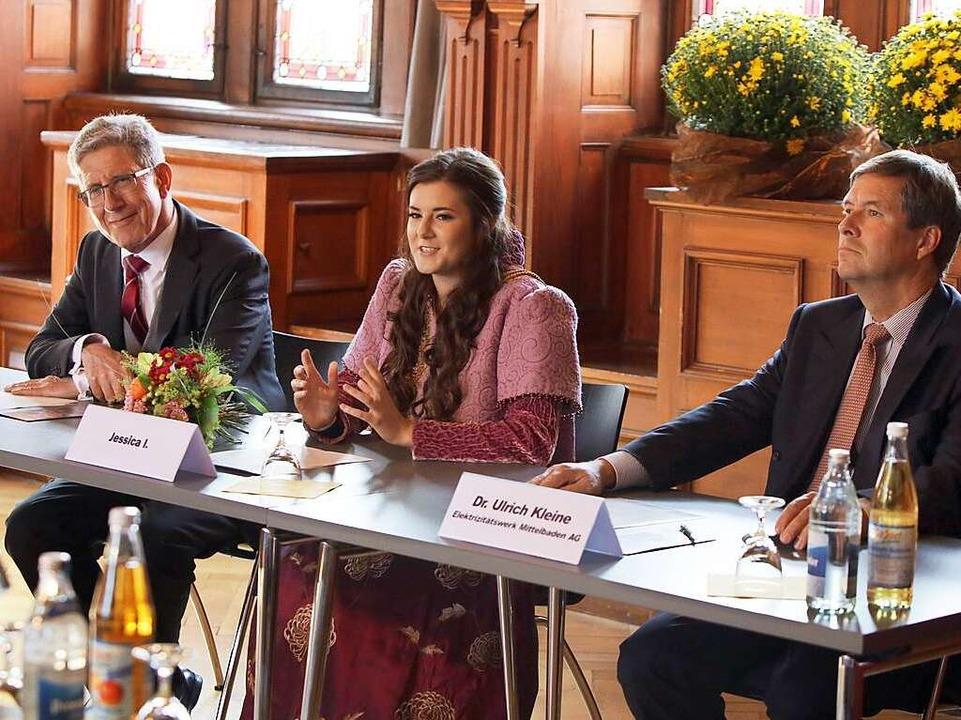 OB Wolfgang G. Müller, Jessica I. und ...Kleine beim Pressegespräch im Rathaus.  | Foto: Christoph Breithaupt