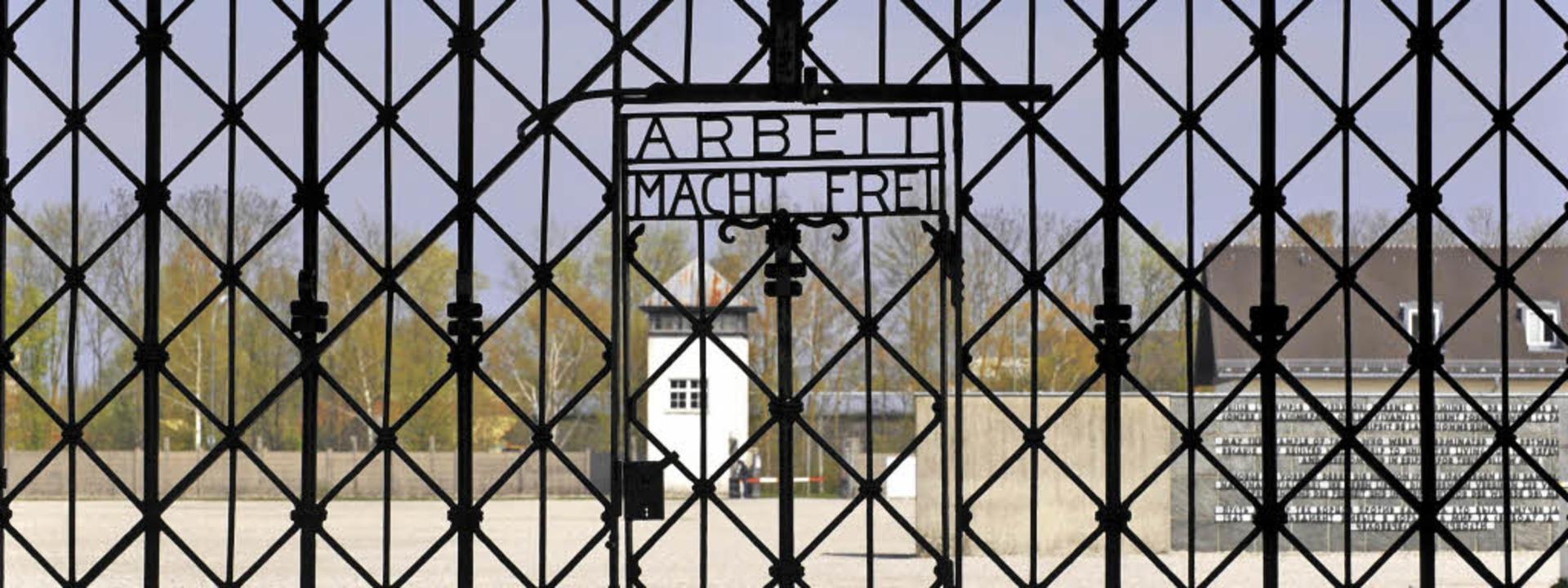 Das Tor des ehemaligen KZ Dachau  | Foto: Peter Kneffel