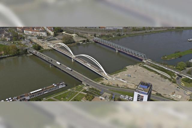 Großes Fest rund um die neue Brücke