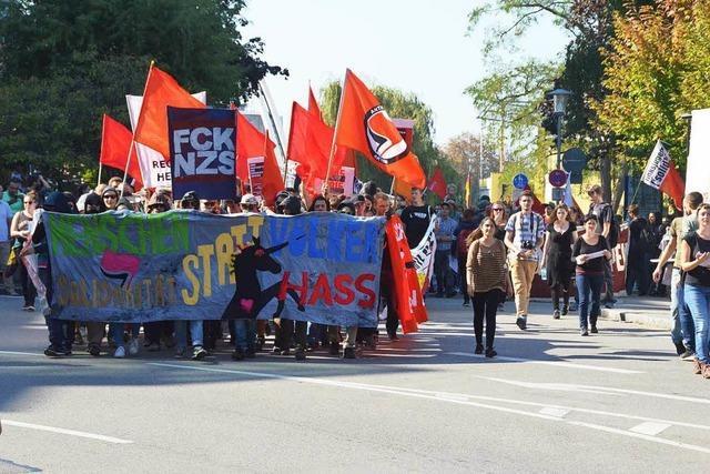 250 Antifaschisten demonstrieren – Verkehr bricht zeitweise zusammen
