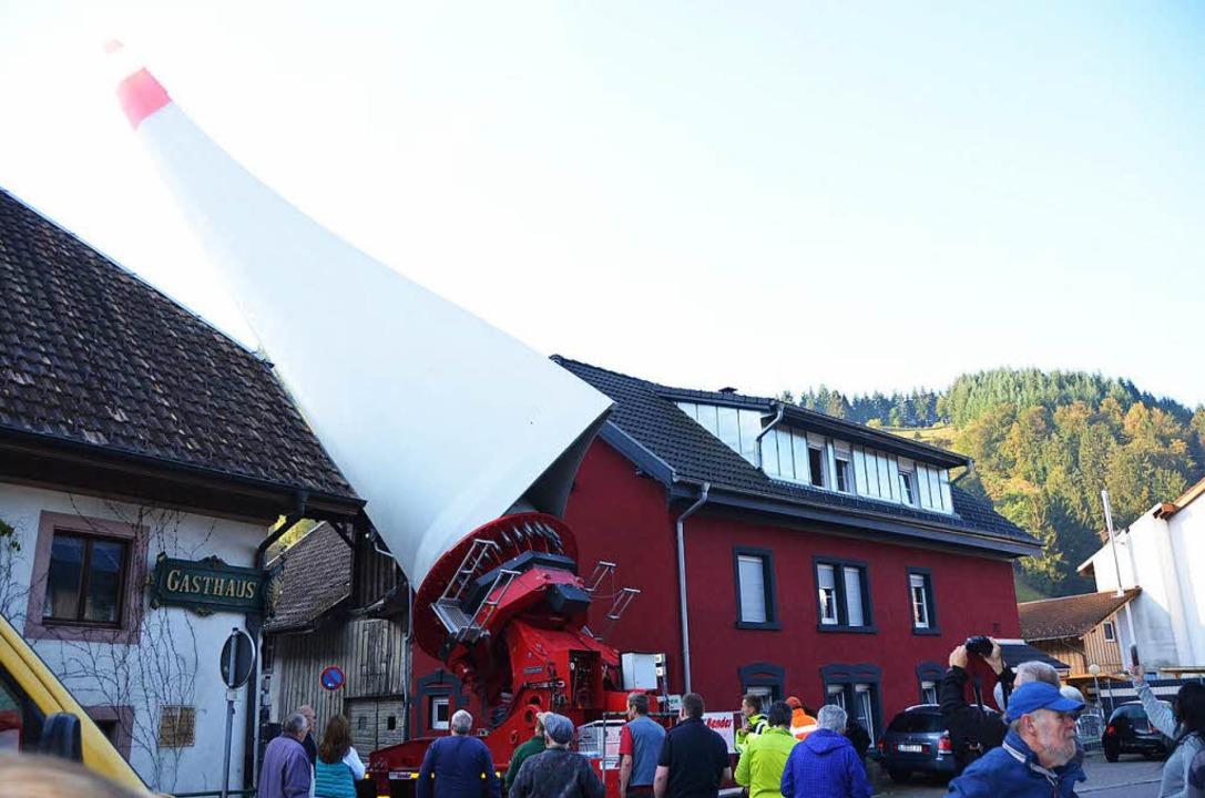 Das Rotorblatt in Atzenbach auf dem Weg nach Riedichen  | Foto: Hermann Jacob