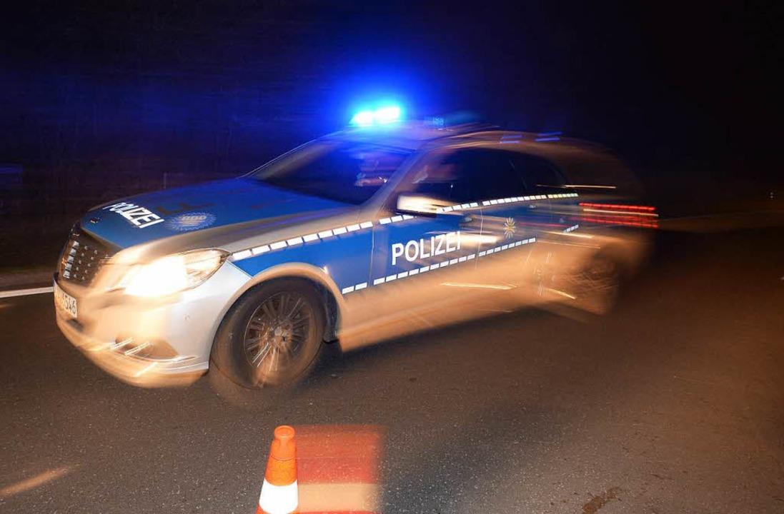 Die Polizei musste auf der A 7 zu eine...en Stein ausgelöst wurde (Symbolbild).  | Foto: dpa