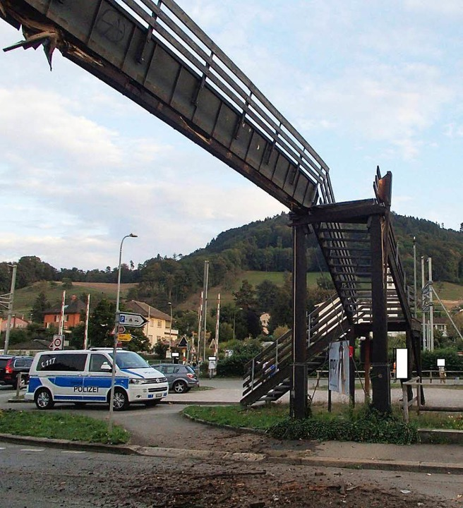 Schaden von mehreren hunderttausend Sc...gängerbrücke in Laufenburg/Schweiz an.