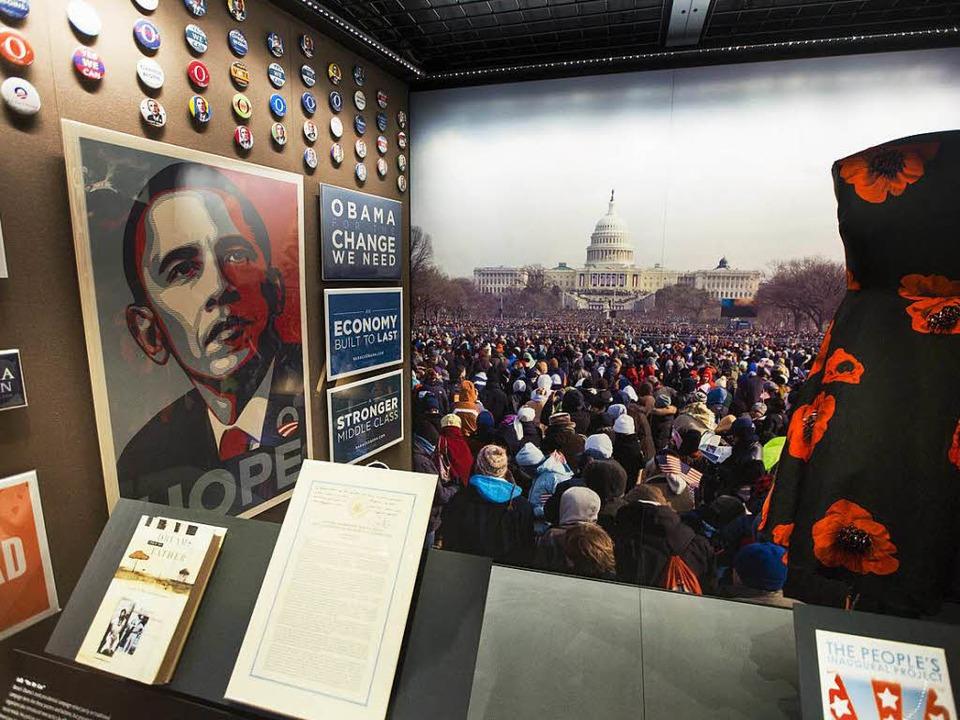 Die Exponate behandeln auch den Wahlsieg Obamas 2008.  | Foto: dpa
