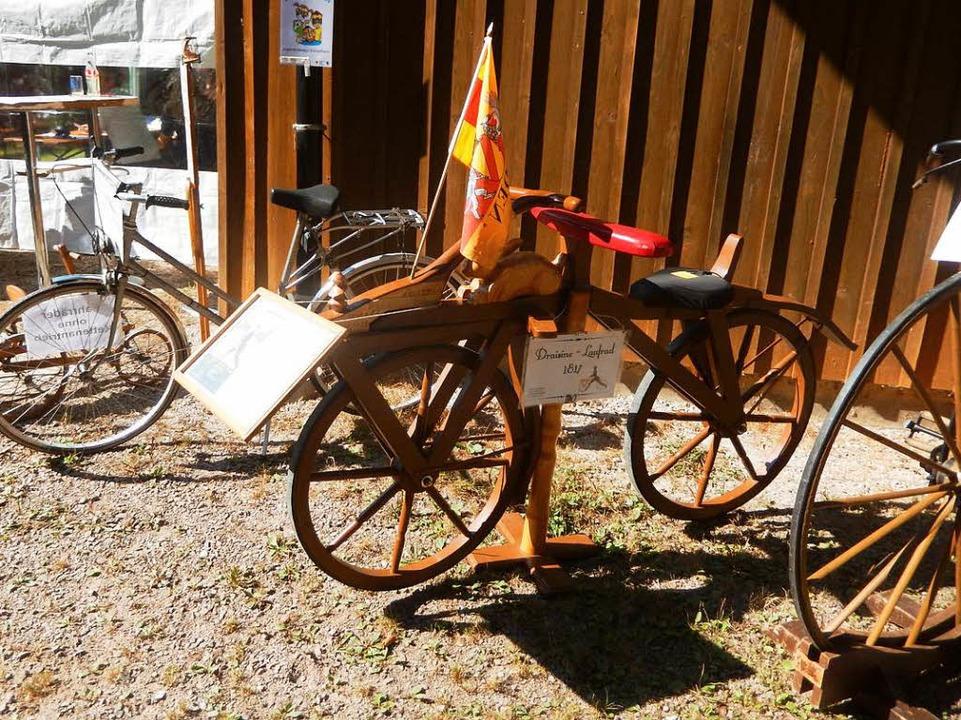 Zu bestaunen gab es auch Fahrrad-Oldies  | Foto: Katharina Maß