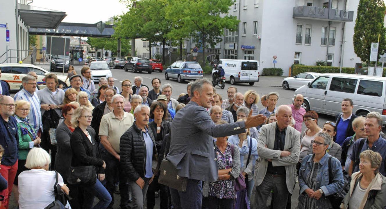"Etwa 80 Personen ließen sich am Freita...rojekt ""Am Zoll"" erklären.  | Foto: Thomas Loisl Mink"