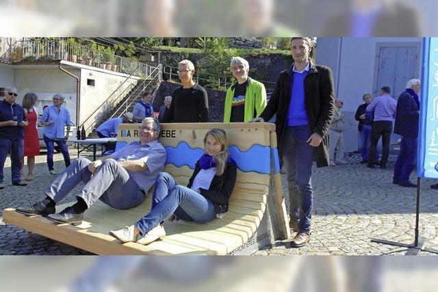 Bank am Rhein symbolisiert Zusammenwachsen