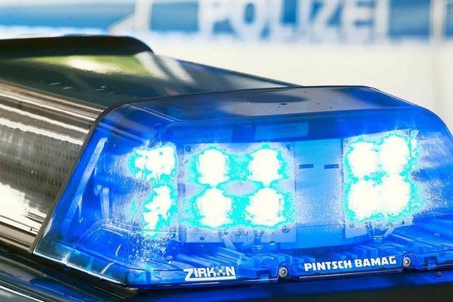 Auto ist in der Werderstraße aufgebrochen worden