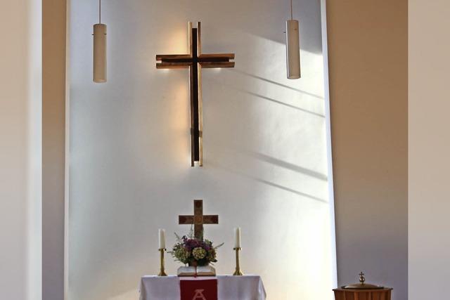 Neues Kreuz für Altarraum