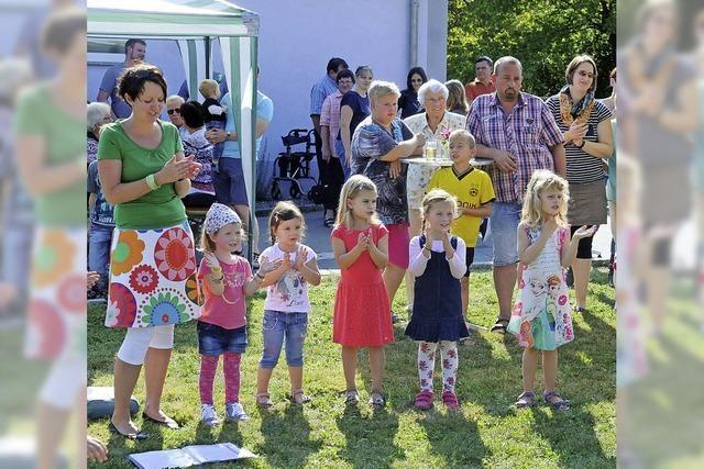 Sommerwetter über dem Gemeindefest