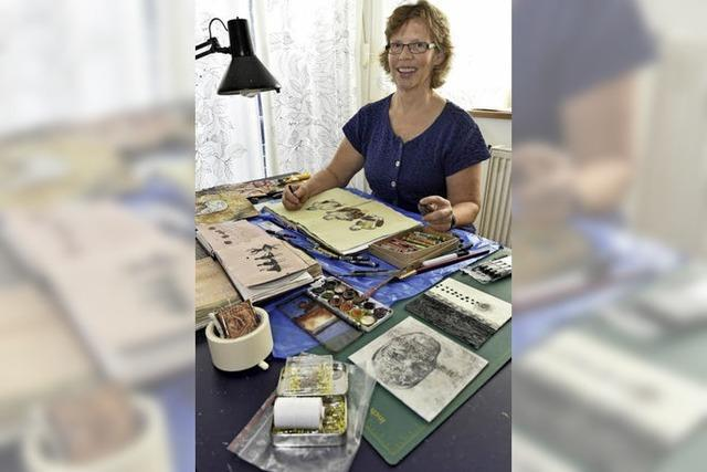 Monika Sebert erstellt mit Nadel und Faden Porträts