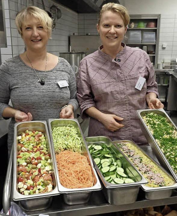 Die Küchenfeen Astrid Kailer (links) und Kerstin Einfeldt  | Foto: J. Högg
