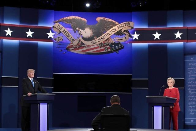 Clinton liefert den besseren Auftritt – Trump hält sich verhältnismäßig zurück