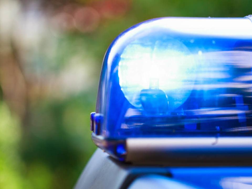 Die Polizei sucht den Fahrer eines blauen Kompaktvan (Symbolbild).  | Foto: Dominic Rock