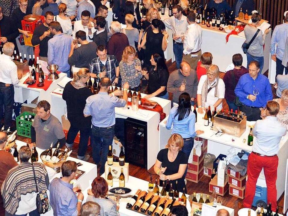 Die Weinmesse im Burghof in Lörrach.  | Foto: Hieber
