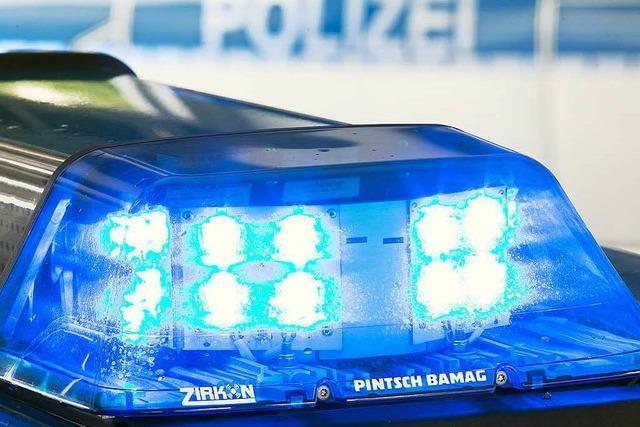 Betrunkener Autofahrer kehrt an den Unfallort zurück – im Abschleppwagen