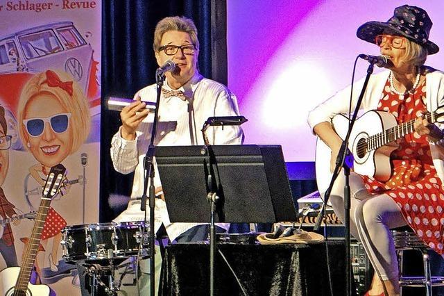 Gabriele und Alexander Nuss: Duo Bellevue bringt mit Himbeereis und flotter Käfer eine Nostalgieshow auf die Bühne