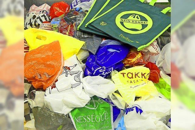 Ausstellung in der Stadtbibliothek informiert über Alternativen zur Plastiktüte