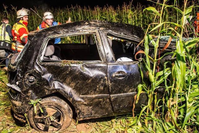 VW Polo mit acht Insassen überschlägt sich – zwei Tote