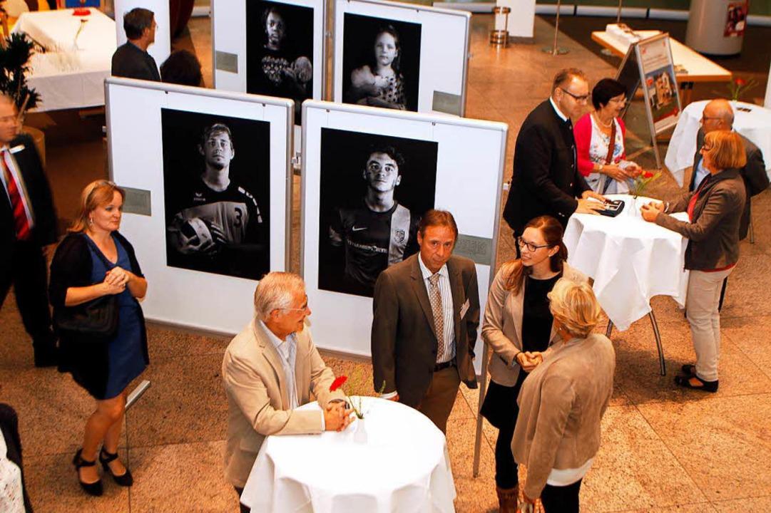 Die Ausstellung des Caritasverbands in... ist am Dienstagabend eröffnet worden.  | Foto: Heidi Foessel