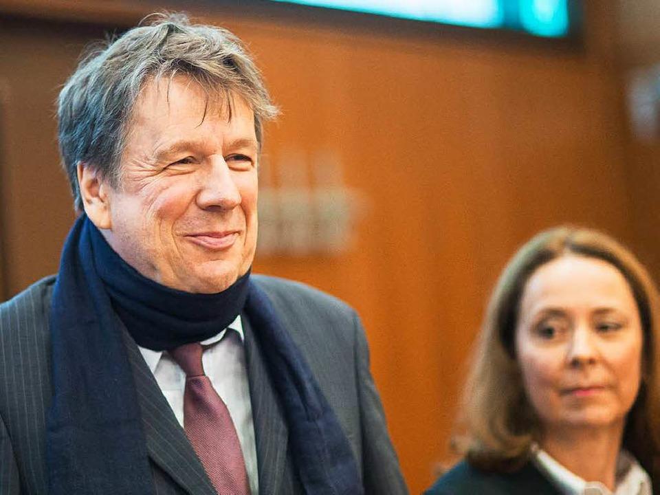 Freut sich nach dem Urteil: Wettermode...ihm seine Anwältin  Ann Marie Welker.   | Foto: DPA