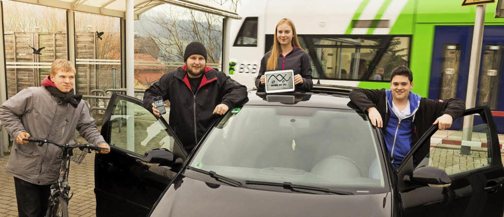 """Mitglieder des Rats der Jugend werben für """"Mobil im Tal"""".    Foto: zvg"""