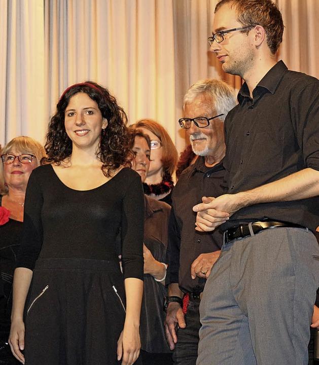 Der Chor verabschiedete sich von seine... Lorse (rechts) und seiner Frau Amaya.  | Foto: Karin Heiß