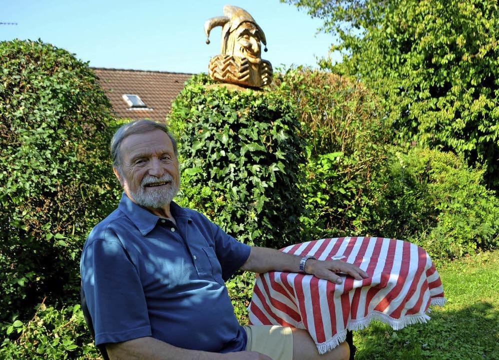 Jubilar Wolfgang Miessmer in seinem Garten ...   | Foto: Beate Zehnle-Lehmann