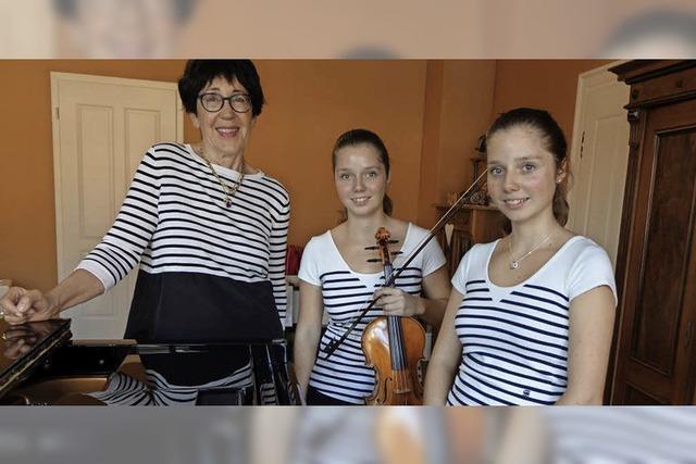 Klassik-Zwillinge spielen im Schloss für den guten Zweck