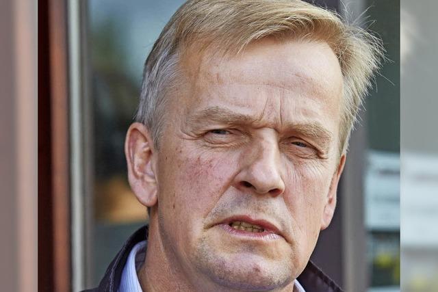 Unbekannter schlägt Bürgermeister, der sich für Flüchtlinge einsetzt