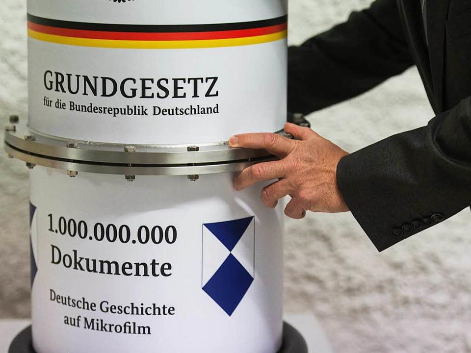 Rund eine Milliarde Dokumente wurden in dem Stollen eingelagert.    Foto: dpa