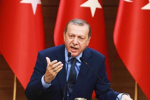 Ausnahmezustand in der Türkei wird um drei Monate verlängert
