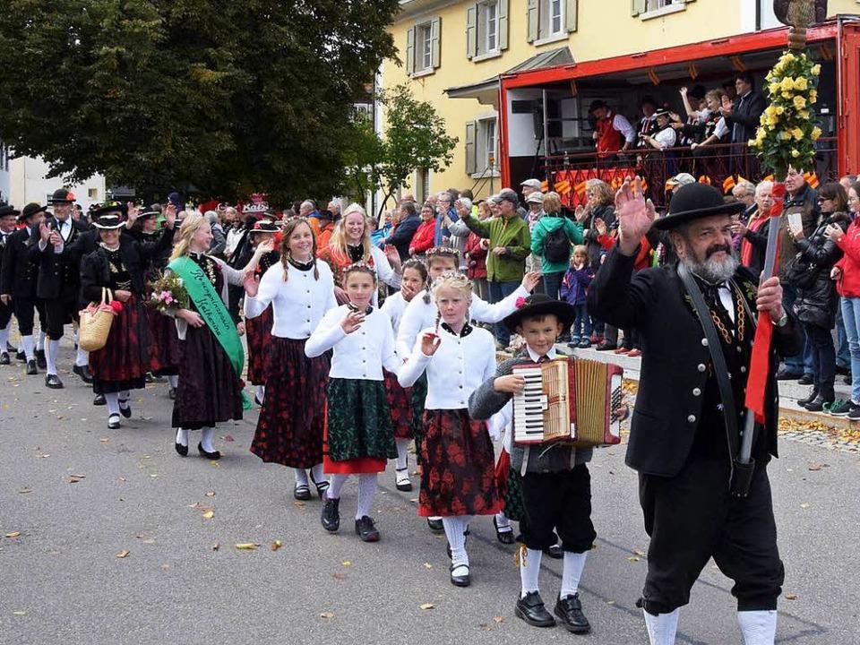 Unser Foto zeigt den Trachtenverein Ro...Nöggenschwiel während des Festumzuges.    Foto: Stefan Pichler