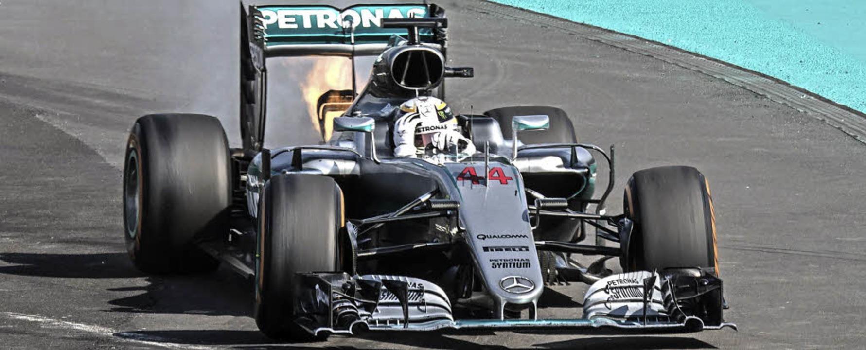 Da geht er in Rauch auf, der Traum des...roßen Preis der Formel 1 in Malaysia.   | Foto: DPA