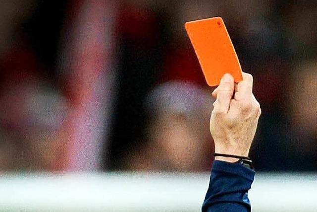 Vater bedroht Schiedsrichter bei Fußballspiel