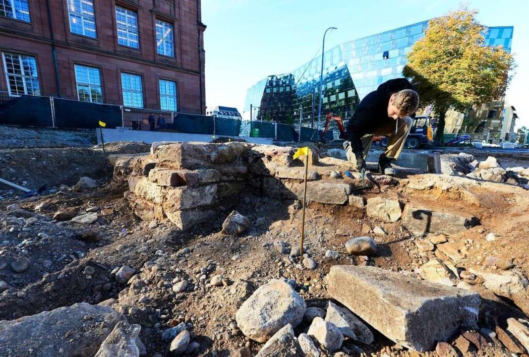 Auf dem Platz der Alten Synagoge sind Reste der alten Synagoge gefunden worden.  | Foto: Ingo Schneider