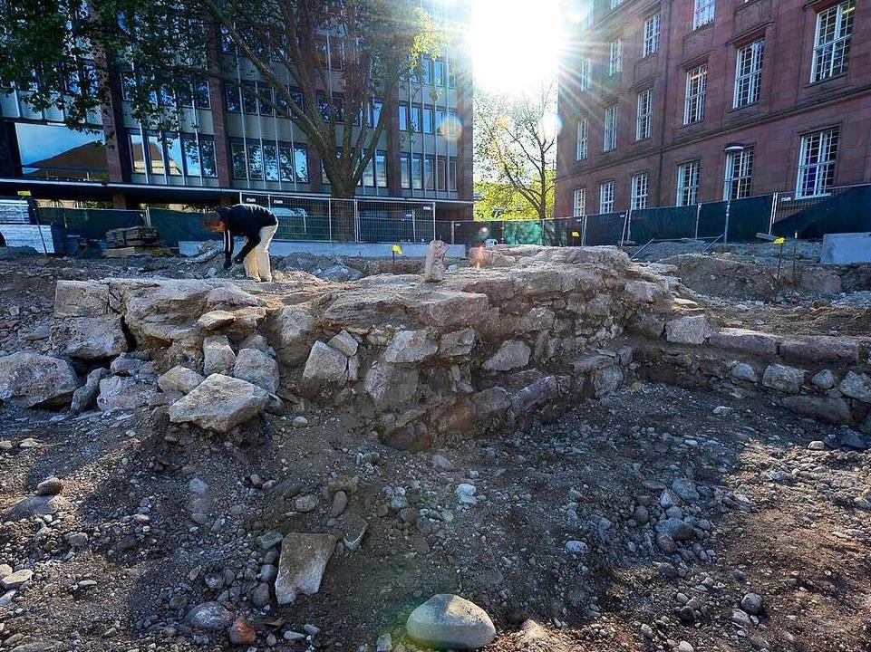 Das Mauerwerk gehörte zu einem Fundame...hauses, das Nazis 1938 niederbrannten.  | Foto: Ingo Schneider