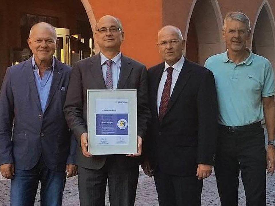 Gerhard Silberer, Jürgen Schmidt, Chri...ts) freuen sich über die Auszeichnung.  | Foto: privat