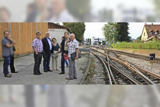 Thomas Marwein informierte sich bei der Bürgerinitiative Kaiserstuhlbahn