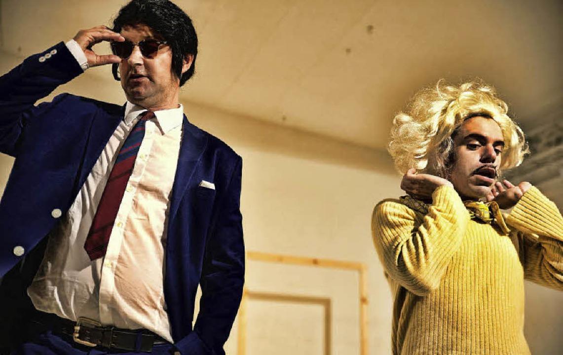 Die Darsteller setzen sich die blonde ... sprechen die Rolle der Monroe selbst.  | Foto: Manuel Kreitmeier