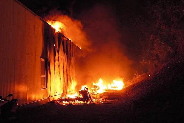 Mehrere Fahrzeuge brennen im Laufenburger Gewerbegebiet Ost