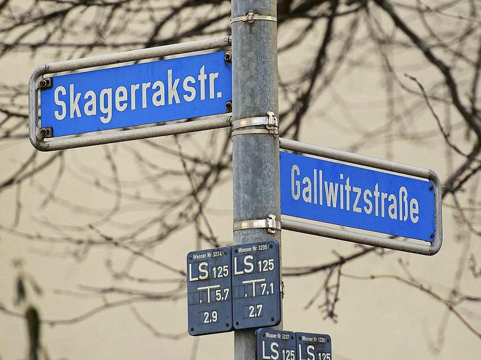 So mancher Straßenname in Freiburg ist...stäbe für Umbenennungen gibt es nicht.  | Foto: Ingo Schneider