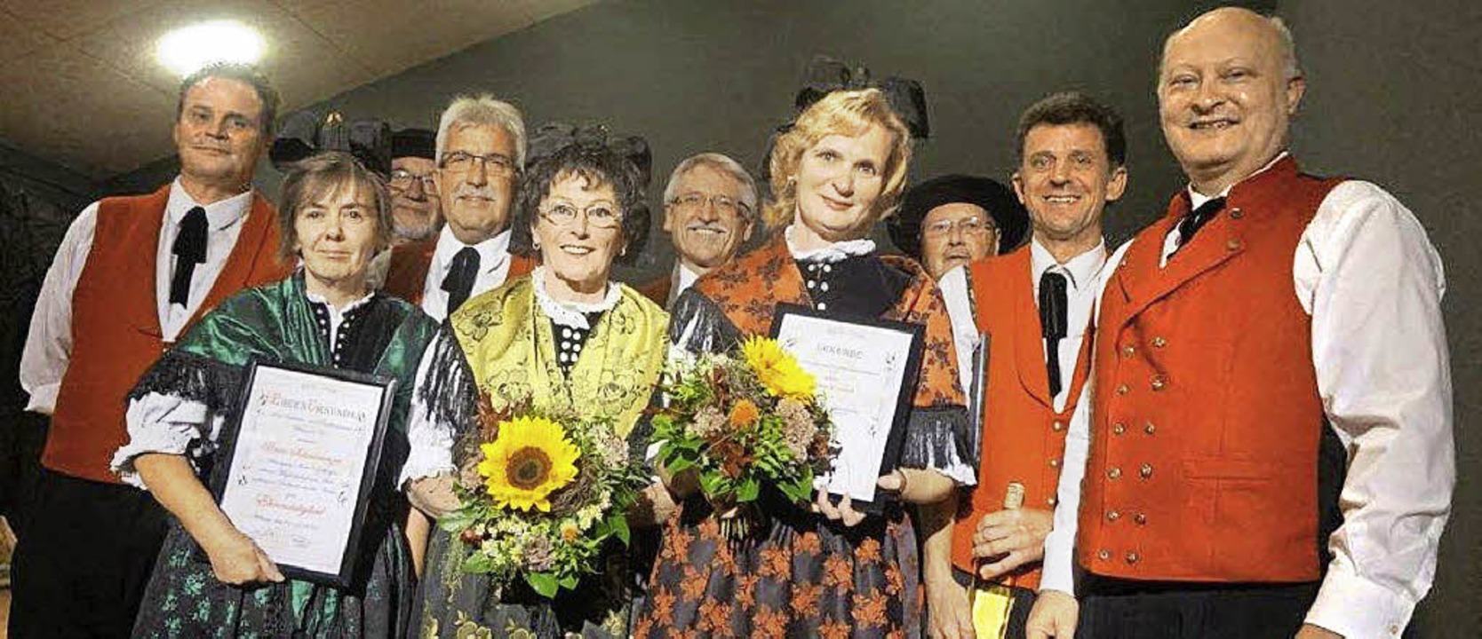 Die Geehrten: Beate Schmoranzer, Maria...rkle und Bürgermeister Enrico Penthin     Foto: Freyer