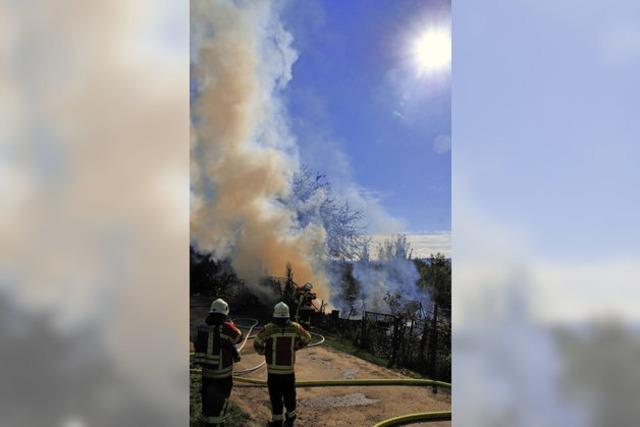 Gartenhütte brennt am Tüllinger
