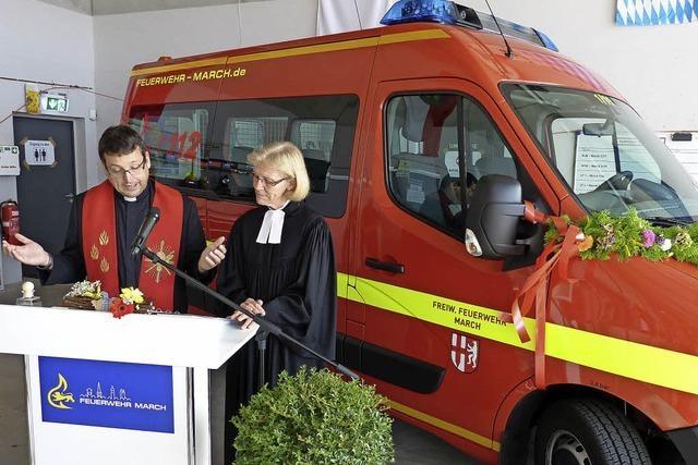 Weihwasser für neuen Transportwagen